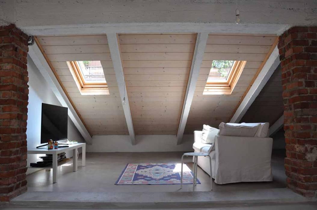 Sottotetto - riuso creativo di atelier architettura Minimalista