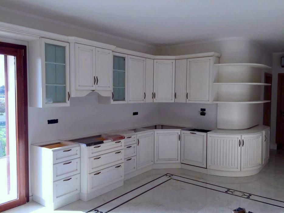 Cucine classiche bianche: cucina in stile di falegnameria su misura ...
