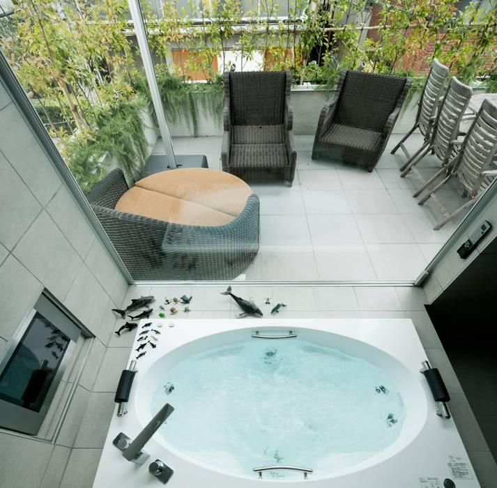 高輪台 建築家志望だった施主と協働して理想の住まいづくり House in Urban Setting 01 モダンスタイルの お風呂 の JWA,Jun Watanabe & Associates モダン