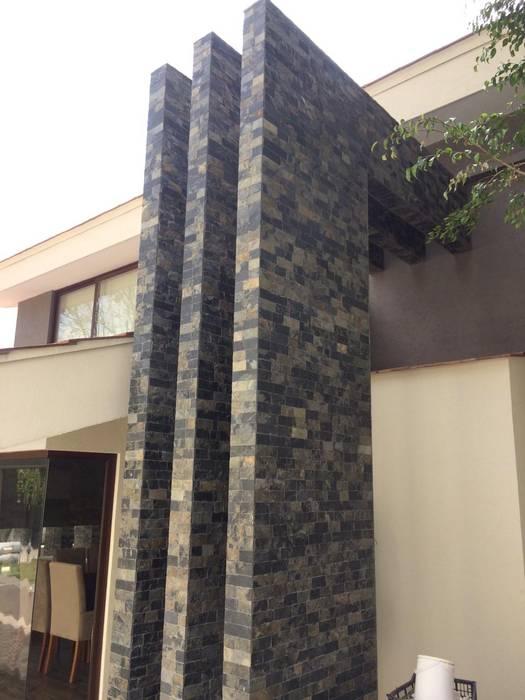 Casas de estilo  por CESAR MONCADA S, Tropical
