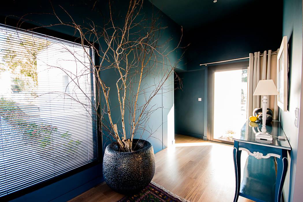VILLA BORDEAUX Artigues: Couloir et hall d'entrée de style  par Julie Chatelain
