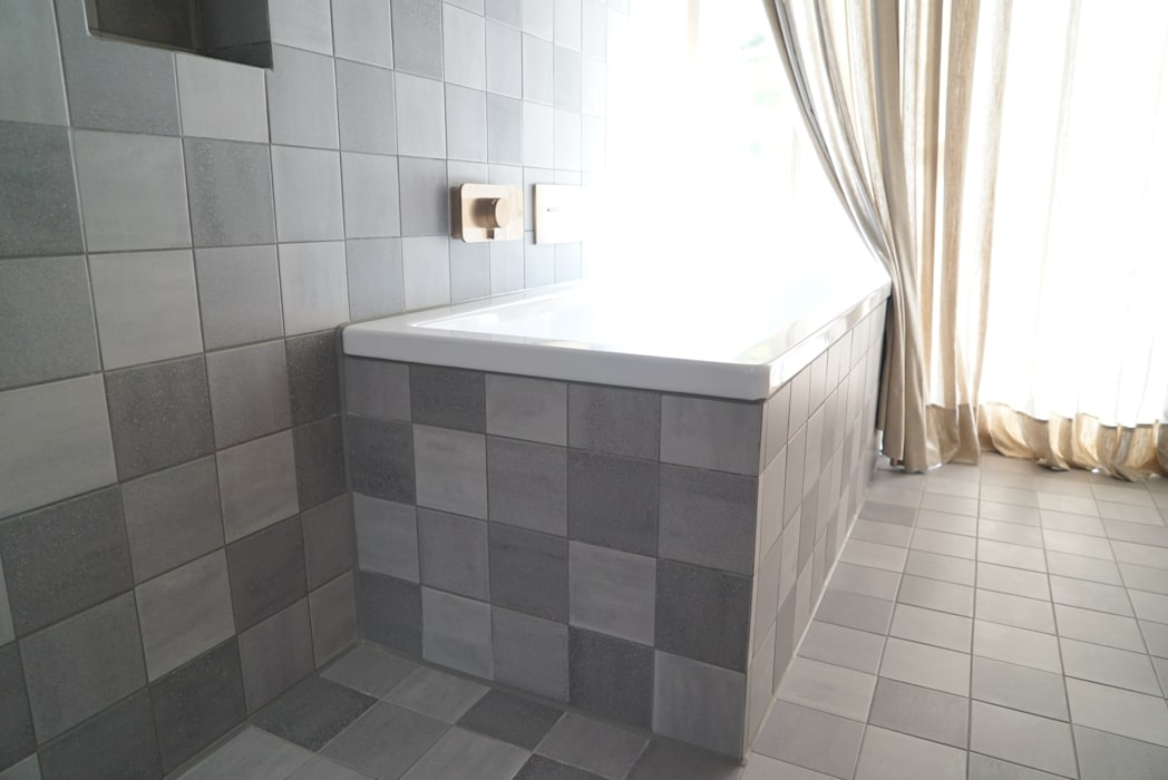 ein traum aus beton und eiche: badezimmer von helm design by helm ...