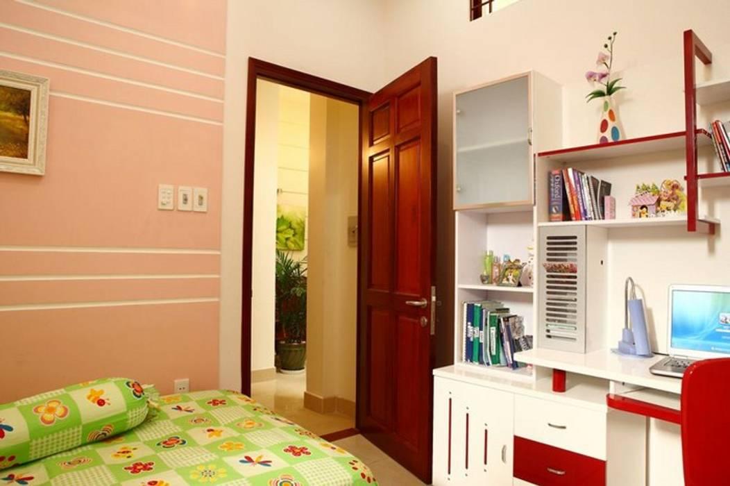 Phòng ngủ đơn giản, tiện nghi Phòng ngủ phong cách hiện đại bởi Công ty TNHH Xây Dựng TM – DV Song Phát Hiện đại
