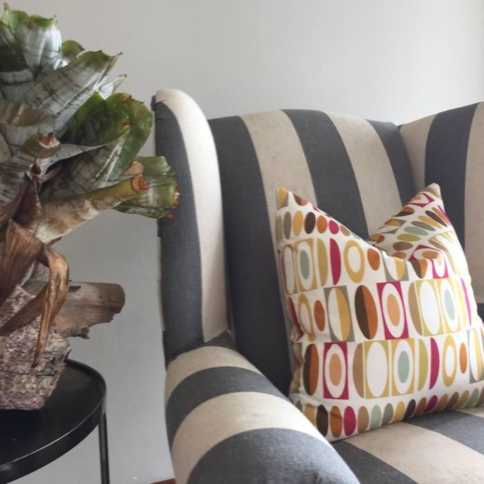 Salon de style  par Ground Floor Interiors   Cape Town,
