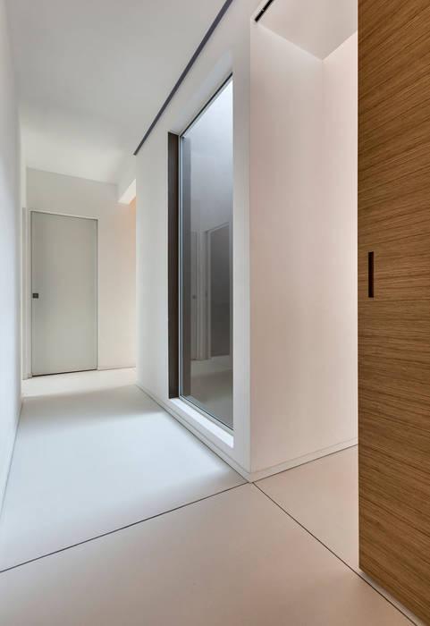 Casa GB Elia Falaschi Fotografo Ingresso, Corridoio & Scale in stile moderno