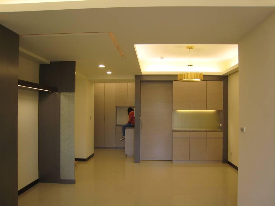 張小姐 现代客厅設計點子、靈感 & 圖片 根據 Joy Full Interior Designer 佐輔室內裝修 現代風