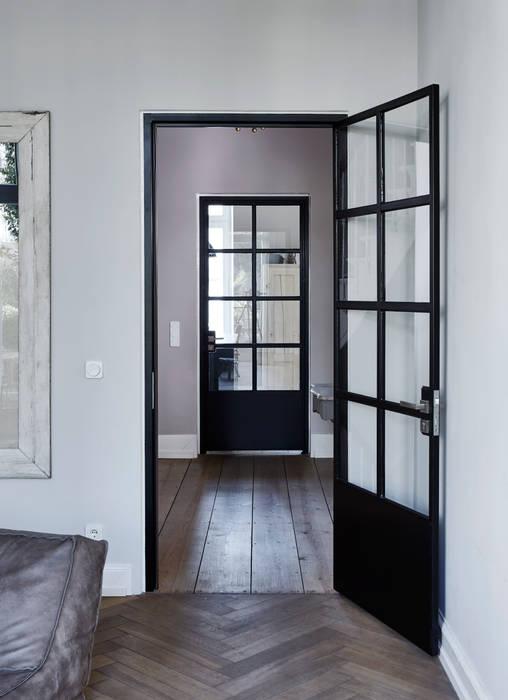 Umbau eines Stadthauses:  Tür von Anja Lehne interior design