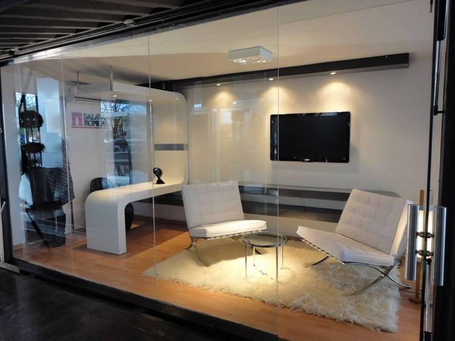 Sala de Ventas: Espacios comerciales de estilo  por WORLD CONTAINER COLOMBIA