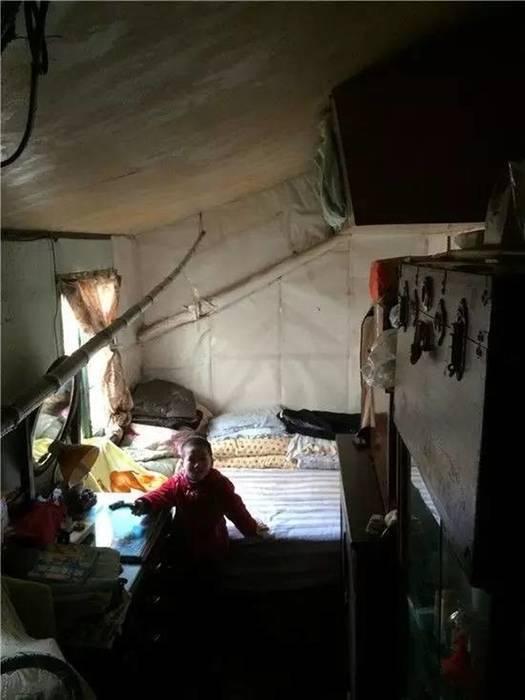 Không gian chật hẹp ẩm thấp Phòng ngủ phong cách châu Á bởi Công ty TNHH TK XD Song Phát Châu Á Đồng / Đồng / Đồng thau