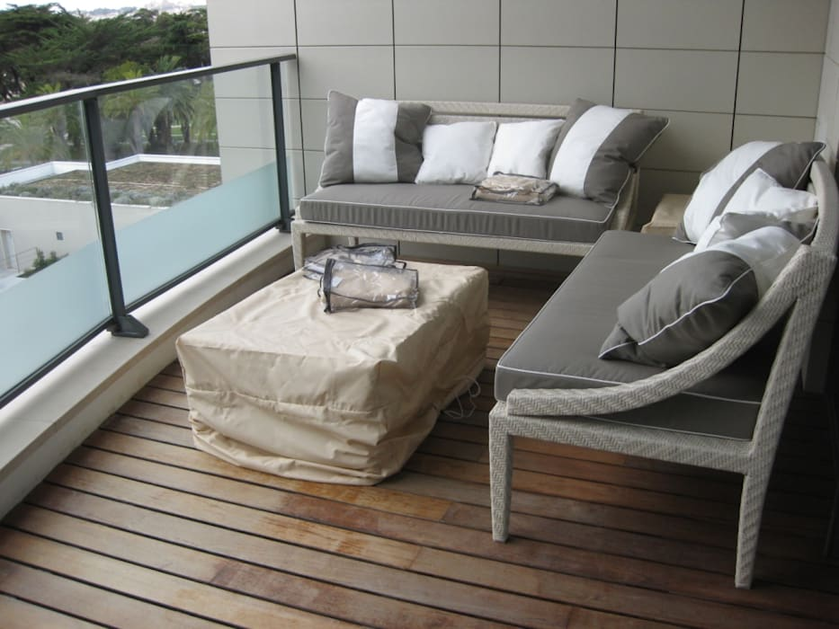 Residenza Privata Estoril: Terrazza in stile  di Vito De Luca Architetto