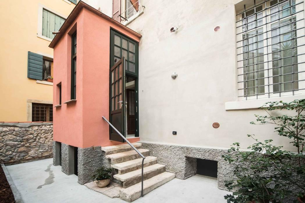 PATIO ESTERNO: Giardino in stile in stile Classico di PADIGLIONE B