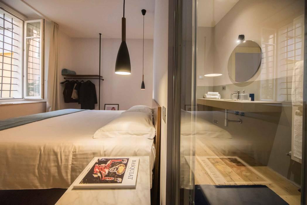 CAMERA DA LETTO: Camera da letto in stile  di PADIGLIONE B
