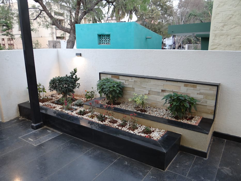Planter boxes:  Houses by Hasta architects