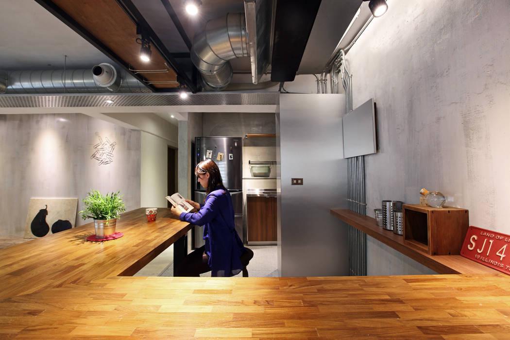 高雄衛武營公寓住宅 - 開方式空間吧檯 森畊空間設計 餐廳 實木 Wood effect