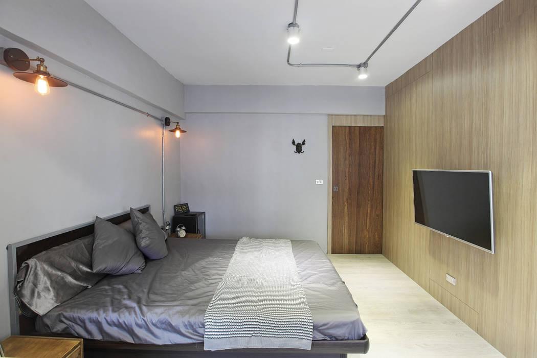 高雄衛武營公寓住宅 - 主臥房 根據 森畊空間設計 工業風 水泥