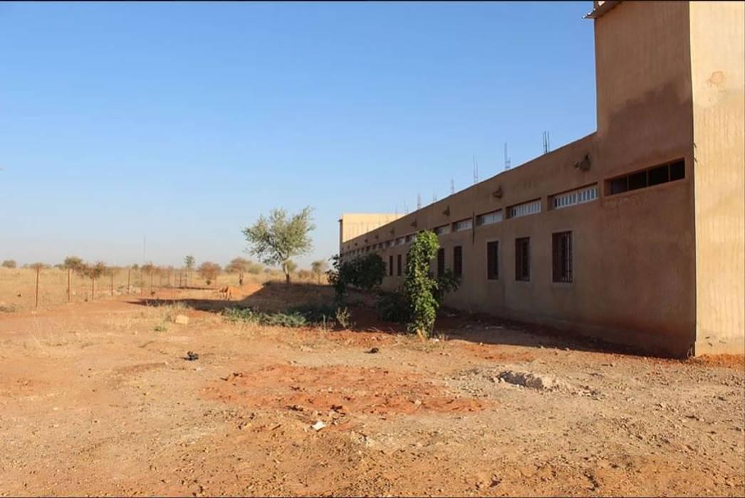 Ville de l'education et de la culture: Ospedali in stile  di atelier architettura