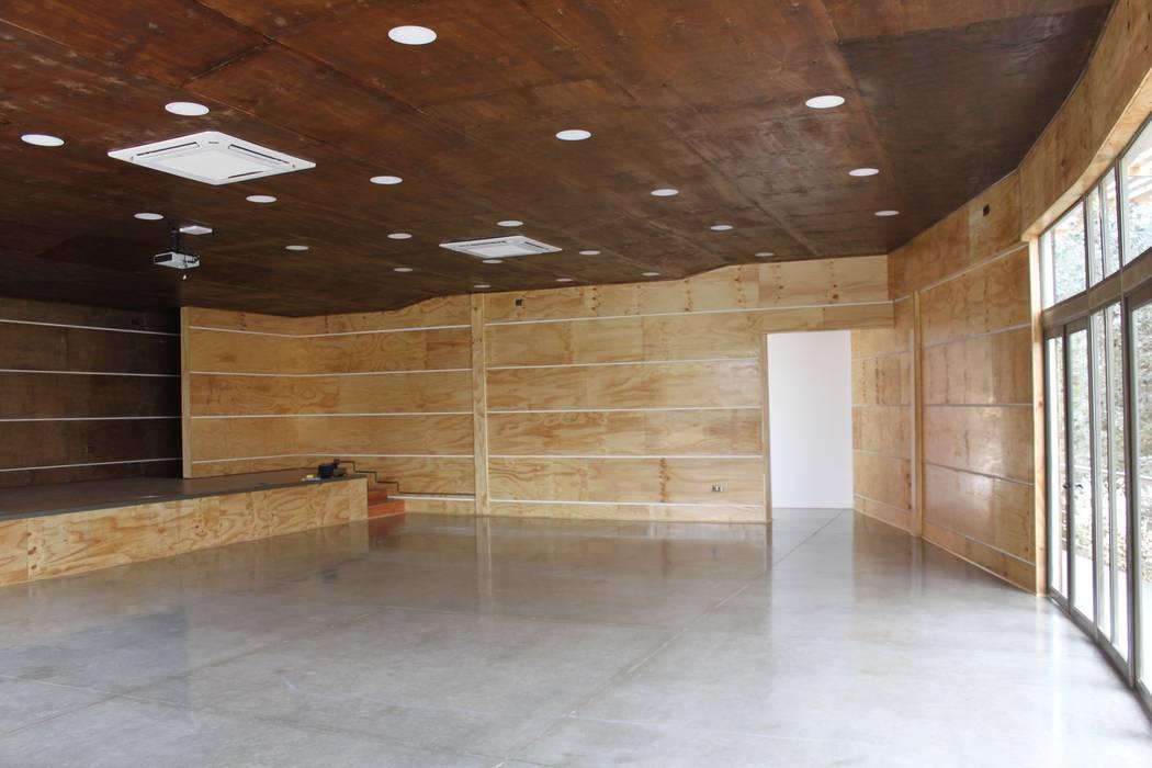 Auditorio: Centros para conferencias de estilo  por IDEAfactory