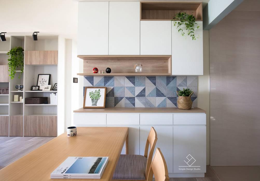 餐櫃設計:  餐廳 by 極簡室內設計 Simple Design Studio