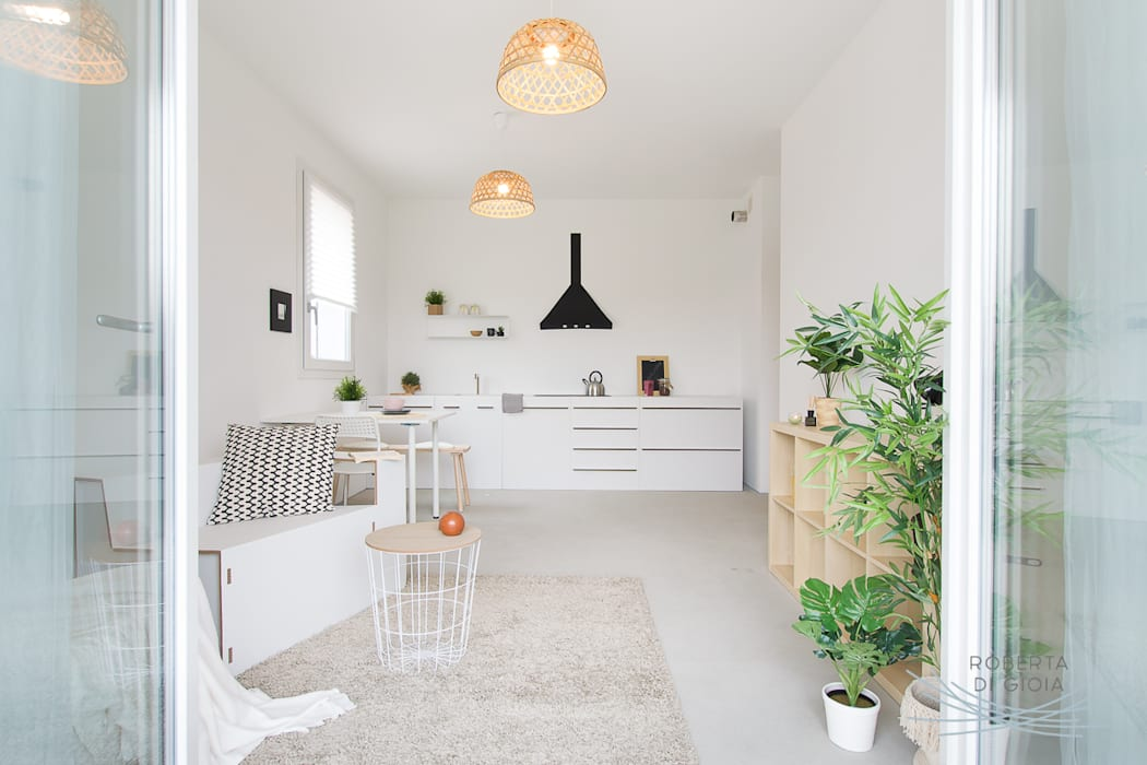 Appartamento campione in cantiere allestito con la tecnica dell'home staging: Soggiorno in stile  di Home Staging & Dintorni