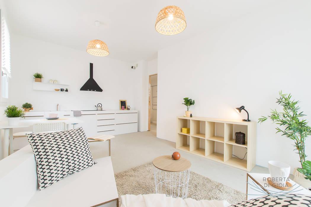 Appartamento campione in cantiere allestito con la tecnica dell'home staging: Soggiorno in stile in stile Moderno di Home Staging & Dintorni