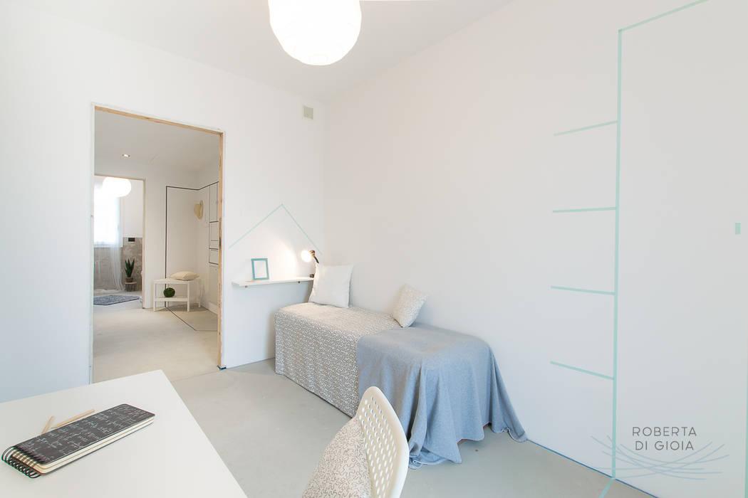Appartamento campione in cantiere allestito con la tecnica dell'home staging: Stanza dei bambini in stile in stile Moderno di Home Staging & Dintorni
