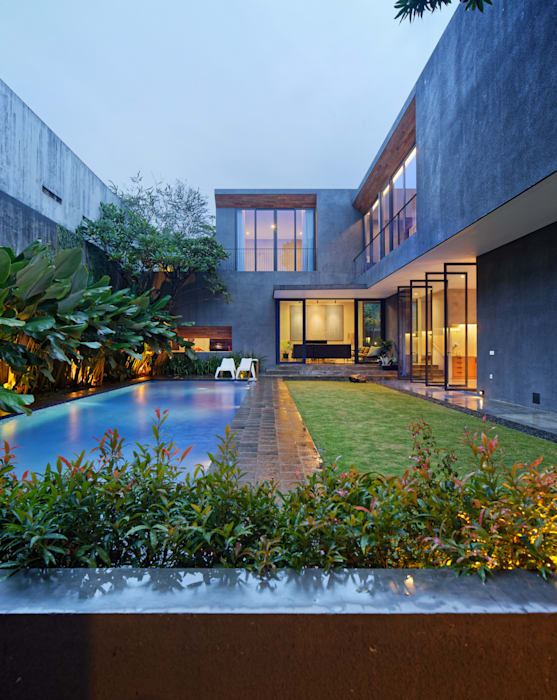 House of Inside and Outside:  Houses by Tamara Wibowo Architects, Tropical Wood Wood effect