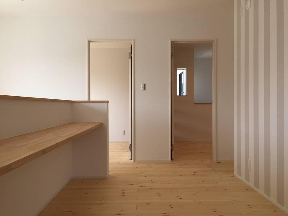 de CAF垂井俊郎建築設計事務所 Escandinavo Madera Acabado en madera