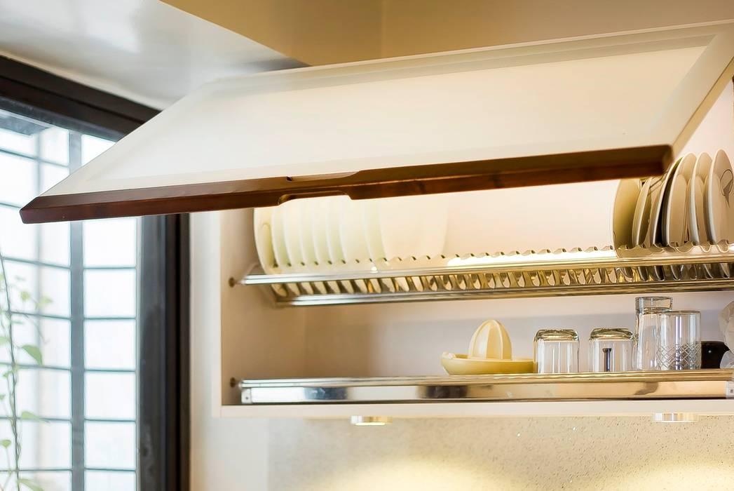 POISE Modular Kitchen:  Kitchen by Poise
