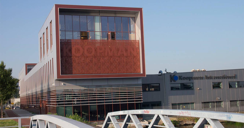 Edificios de oficinas de estilo moderno de TEKTON architekten Moderno
