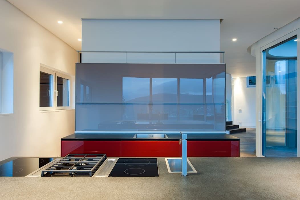 Modern kitchen:  Built-in kitchens by JBA Architects