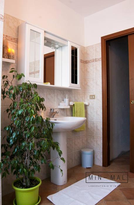 BAGNO: Bagno in stile in stile classico di MINIMAL di Casini Roberta