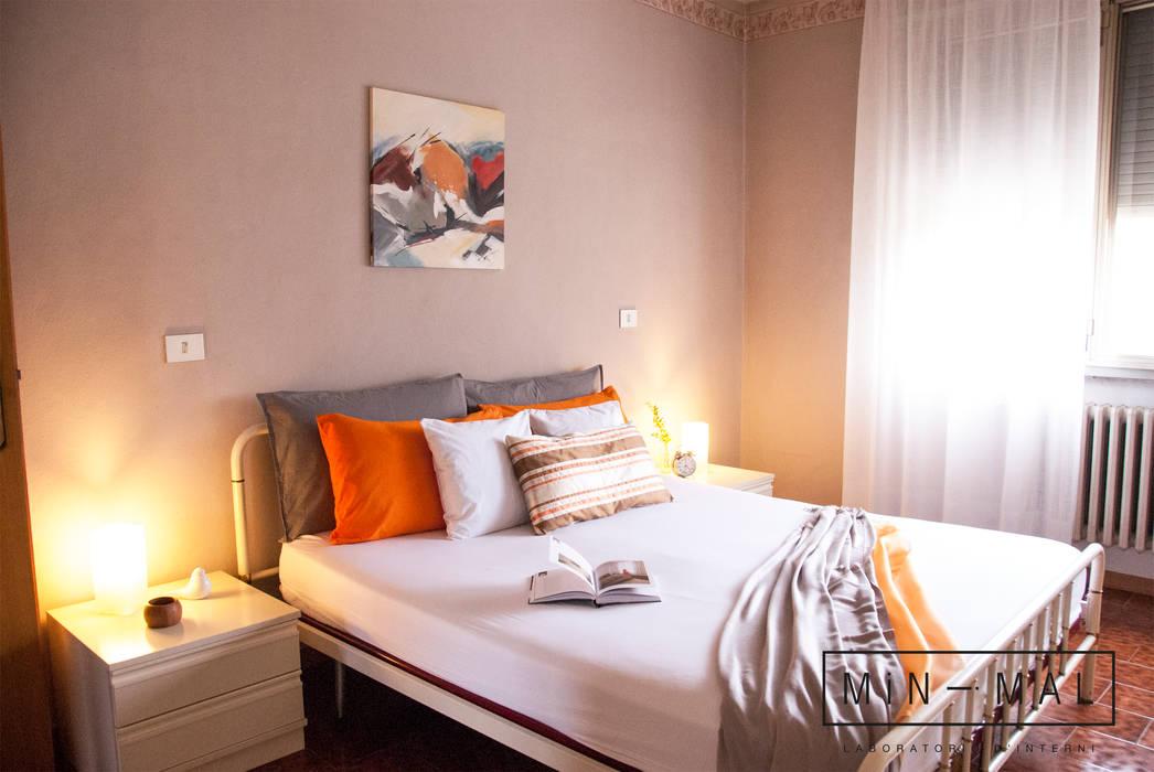 CAMERA DA LETTO: Camera da letto in stile in stile Classico di MINIMAL di Casini Roberta