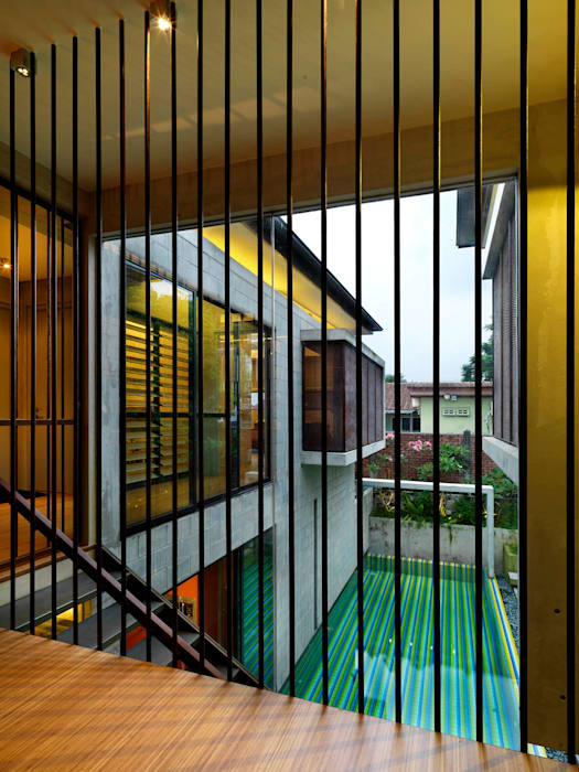 Window overlooking Pool MJ Kanny Architect Modern windows & doors