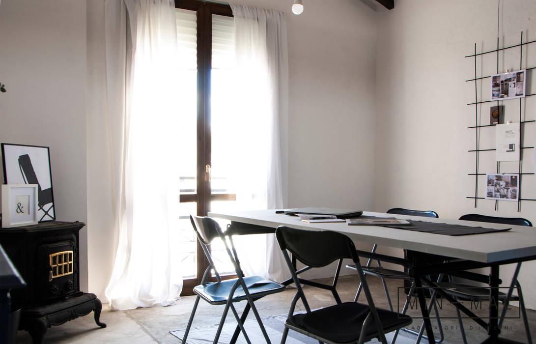 RELOOKING MAGAZZINO - Area operativa: Studio in stile  di MINIMAL di Casini Roberta