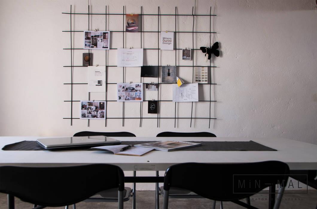 RELOOKING MAGAZZINO - bacheca: Studio in stile  di MINIMAL di Casini Roberta