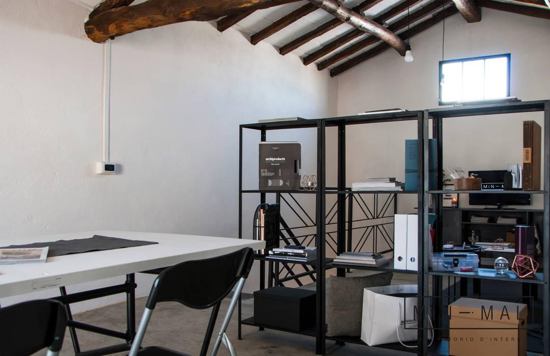 RELOOKING MAGAZZINO - Libreria: Studio in stile  di MINIMAL di Casini Roberta