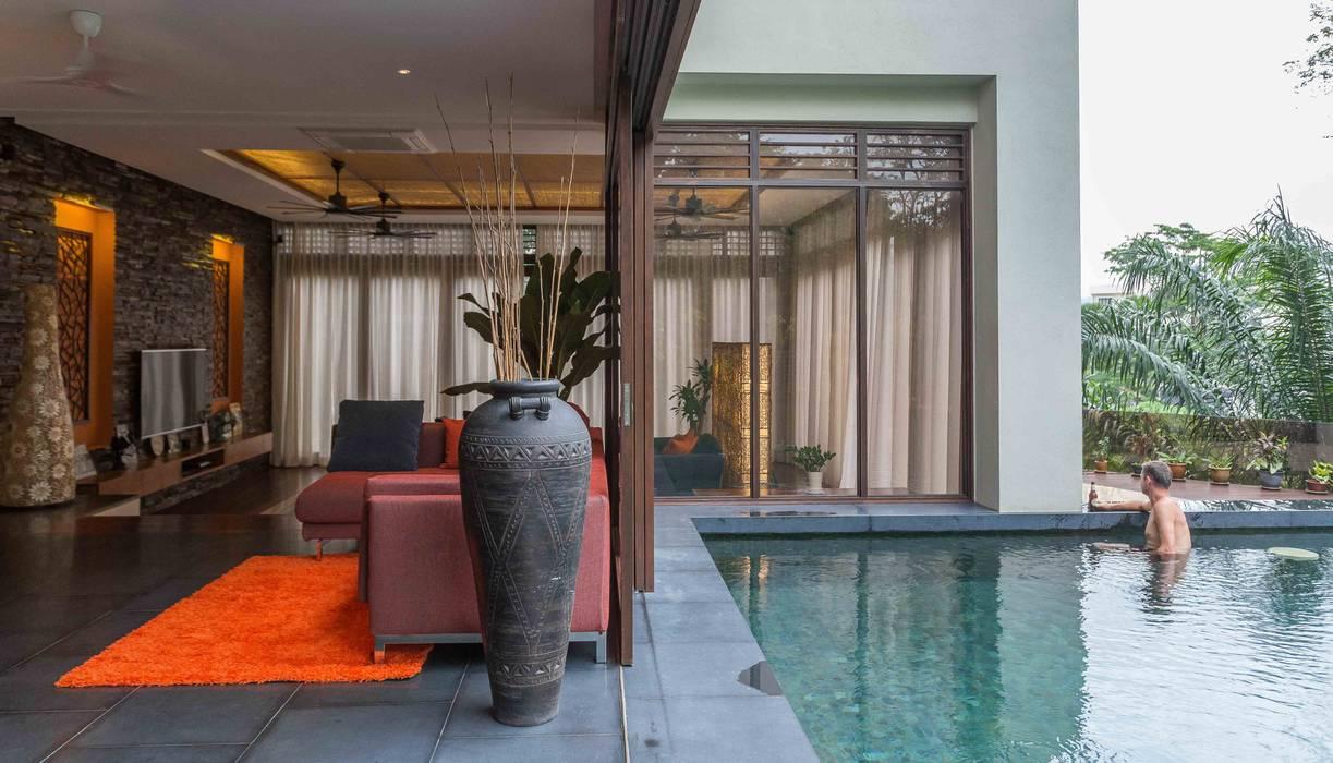 MJ Kanny Architect Piscinas de estilo tropical
