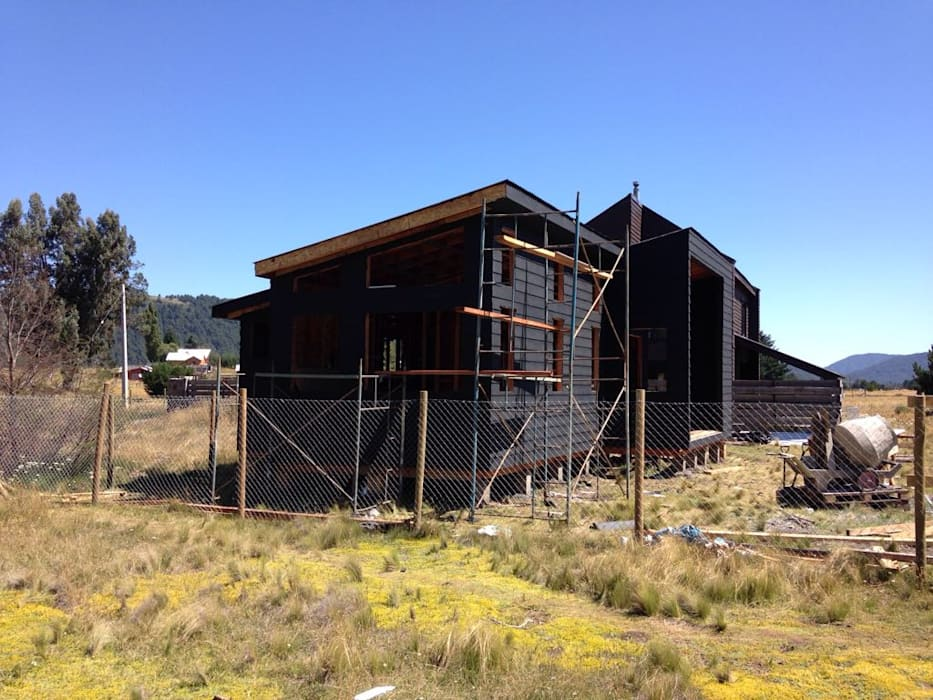 CASA M-2 (Malalcahuello): Casas prefabricadas de estilo  por Casabella