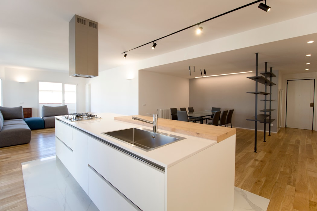 La cucina ad isola: Cucina in stile in stile Moderno di GD Architetture