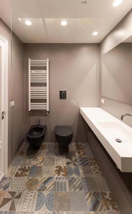 La zona lavabo e sanitari del bagno ospiti: Bagno in stile in stile Moderno di GD Architetture
