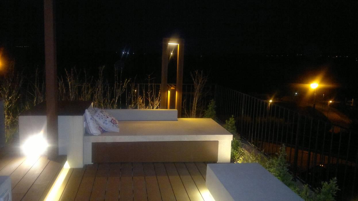 progetto dell'esterno: Giardino anteriore in stile  di studio Taddei Donatella