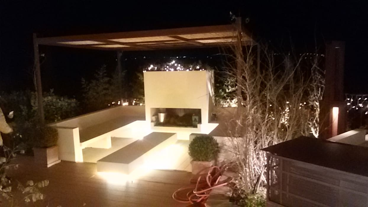 camino esterno: Giardino anteriore in stile  di studio Taddei Donatella