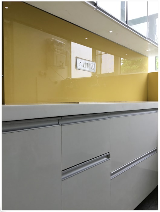 Yellow Lacquered Glass as Backsplash in Kitchen Modern kitchen by U and I Designs Modern