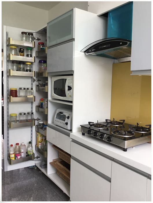 Tall Unit System in the Kitchen Modern kitchen by U and I Designs Modern