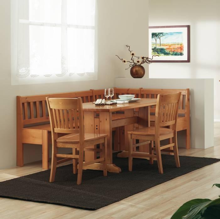 Panca angolare completa di tavolo e sedie in legno di pino: Sala da pranzo in stile  di ArredaSì