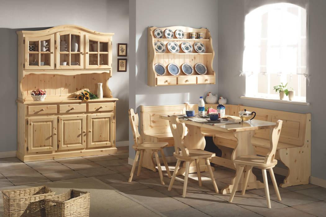 Cucina in stile tirolese di arredas rustico legno for Arredamento tirolese