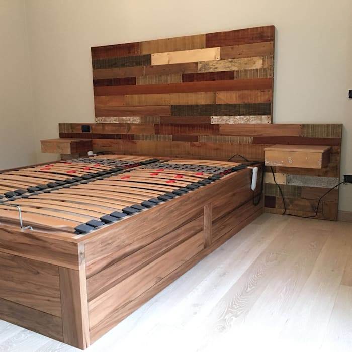 Base letto: Camera da letto in stile  di Falegnameria Martinelli Sergio