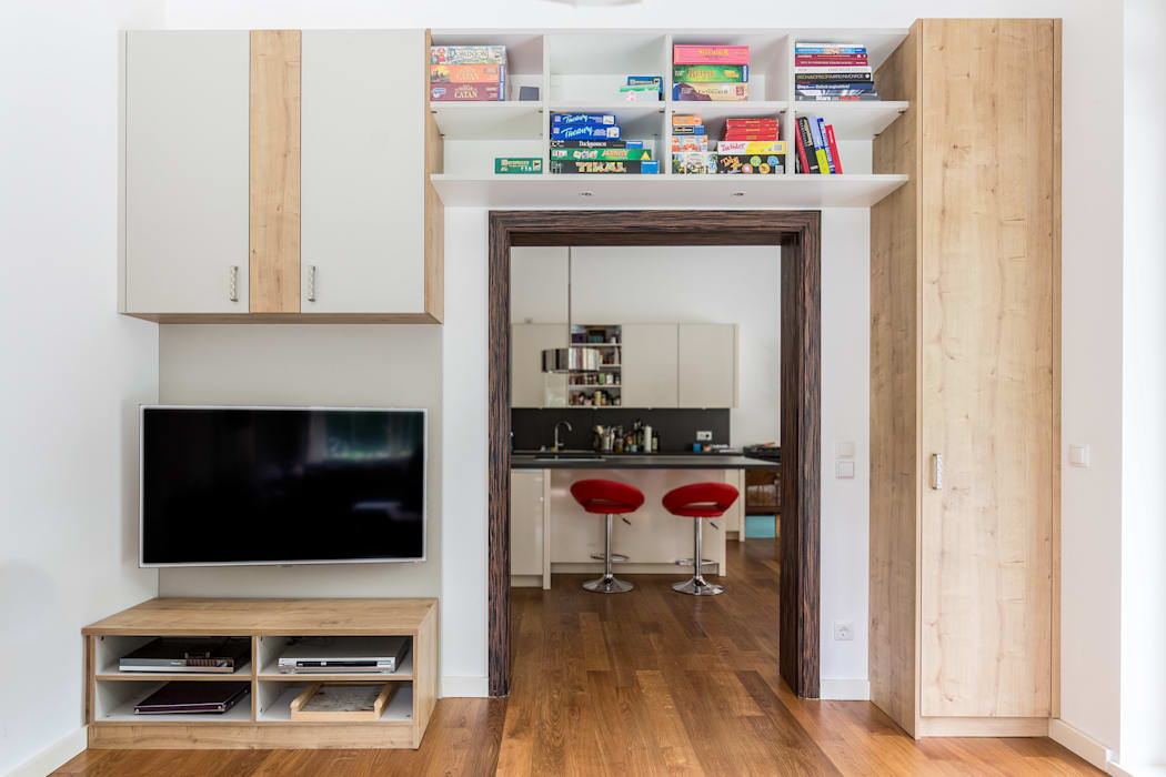 Tv-schrank: wohnzimmer von asada schiebetüren und möbel nach maß ...