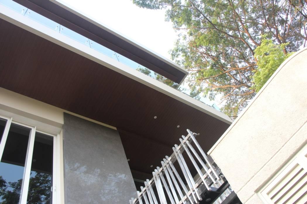 Rumah Tinggal Mewah di Semarang: Teras oleh Paulus Adi Budianto, Minimalis