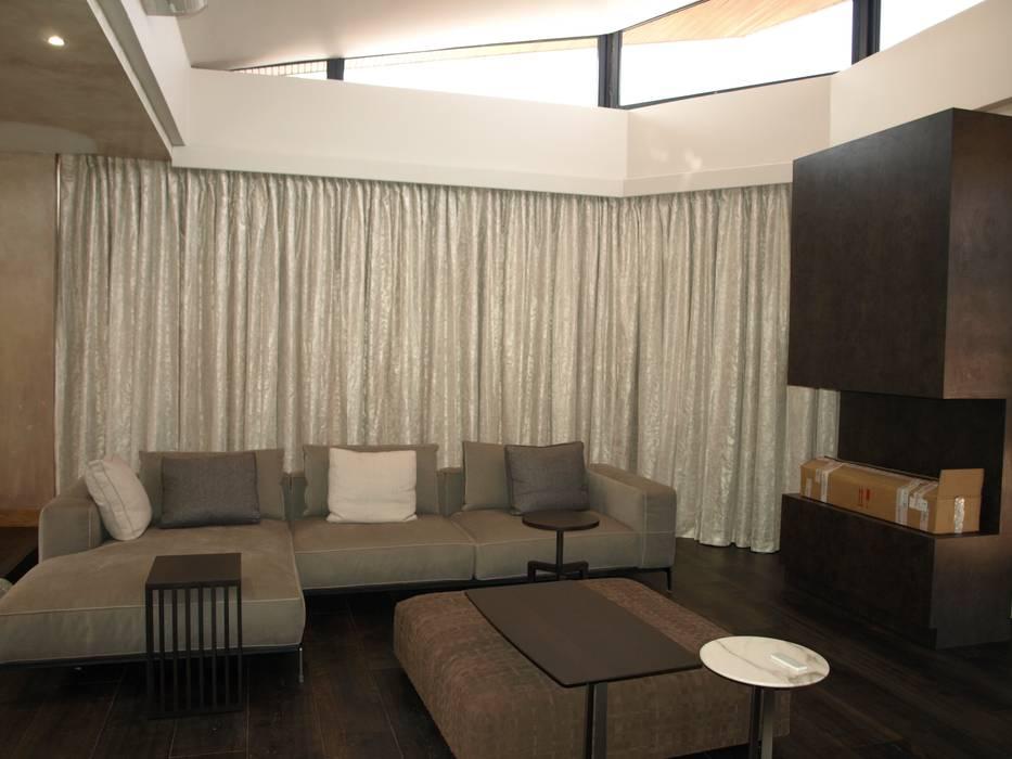 Elliott Designs Studio ห้องนอนสิ่งทอ เงิน/ทอง Beige